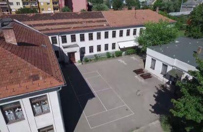 Az iskola belső udvara
